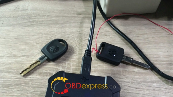 obdstar-rfid-adapter-to-program-key-on-4th-vw-19