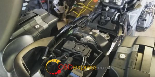 icom-a2-icom-d-BMW-motorrad-k1300s-11