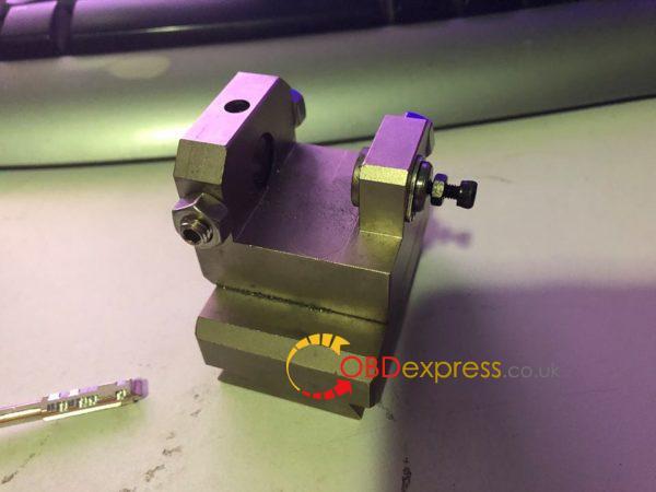 condor mini clamp m3 Jaguar 8 cut key 2 600x450 - Condor Mini + Tibbe Jaw M3 cut Jaguar 8 cut key - Condor Mini + Tibbe Jaw M3 cut Jaguar 8 cut key