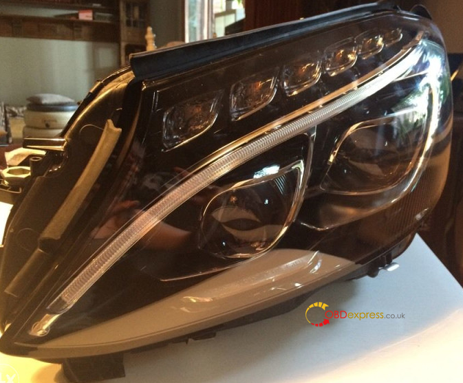 update-headlights-on-c-class-w205-sedan-02